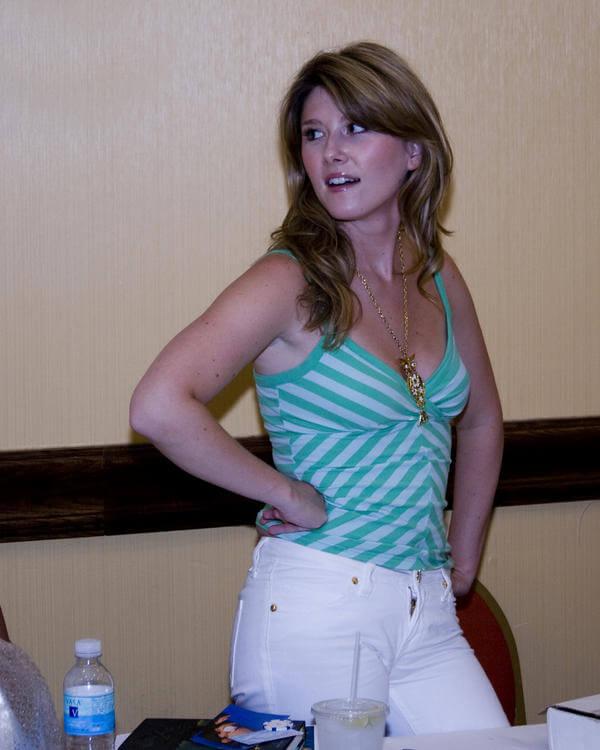 Jewel Staite sexy cleavage pics (2)