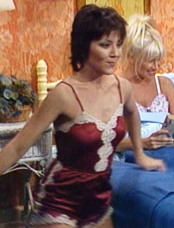 Joyce DeWitt side boobs