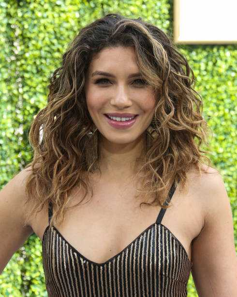 Juliana Harkavy big boobs (3)