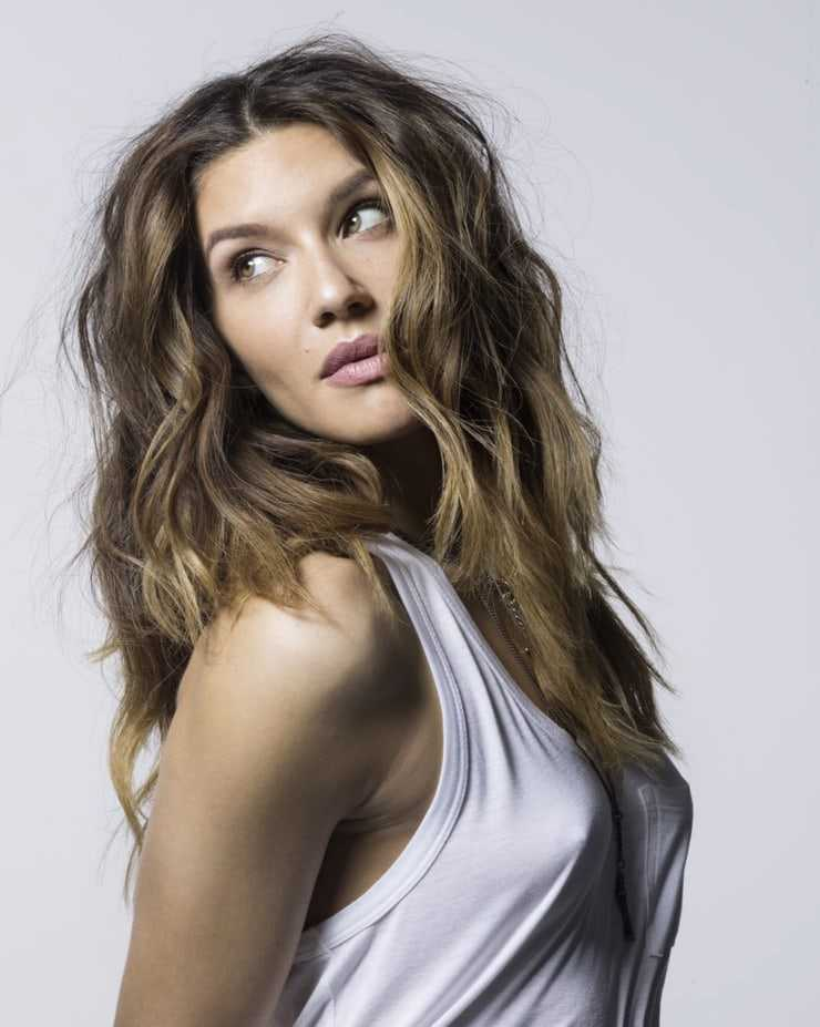 Juliana Harkavy sexy (1)