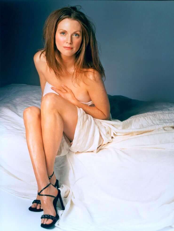 Julianne Moore nude pics