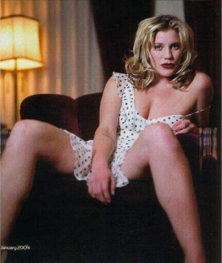Katee-Sackhoff-awesome-cleaavges
