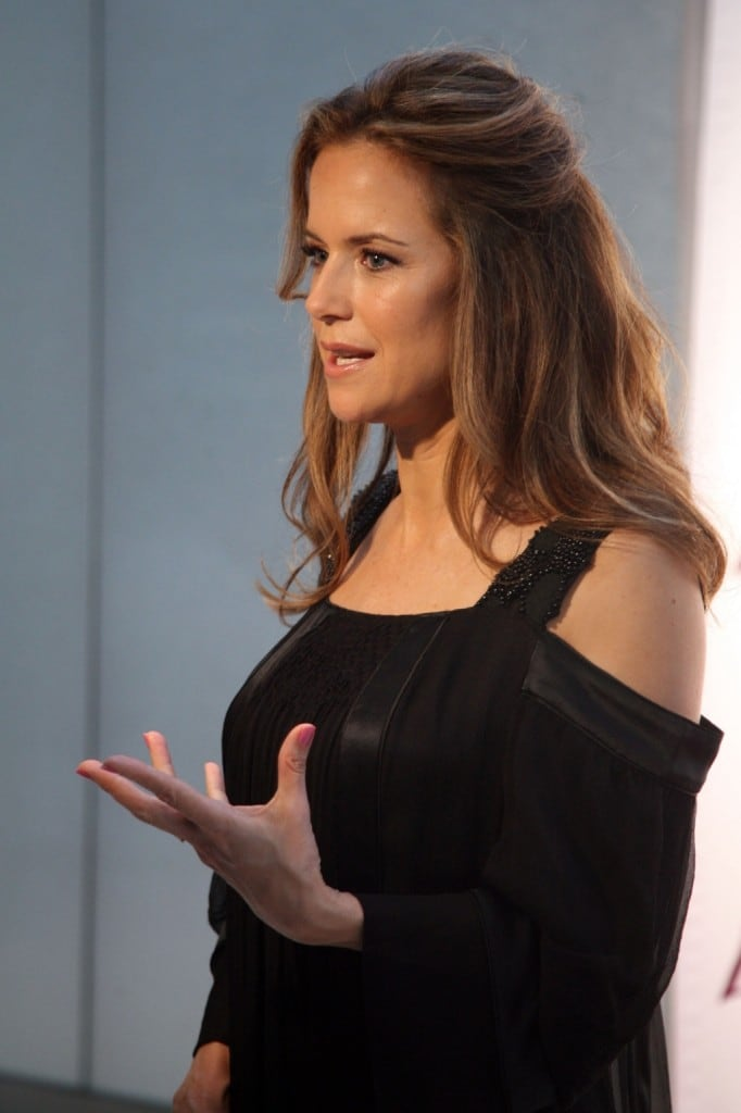 Kelly Preston hot side pics (2)