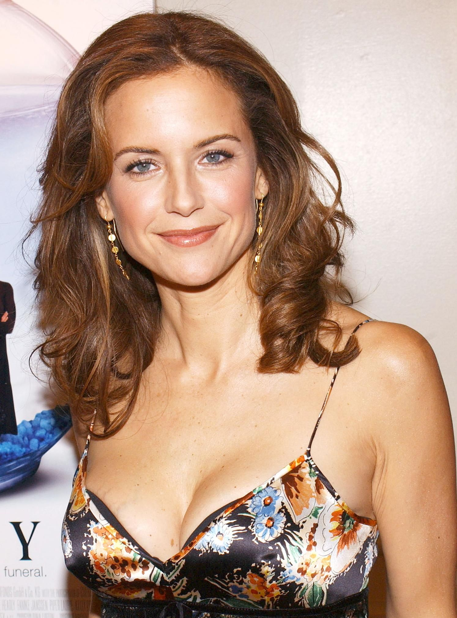 Kelly Preston sexy boobs pics (2)