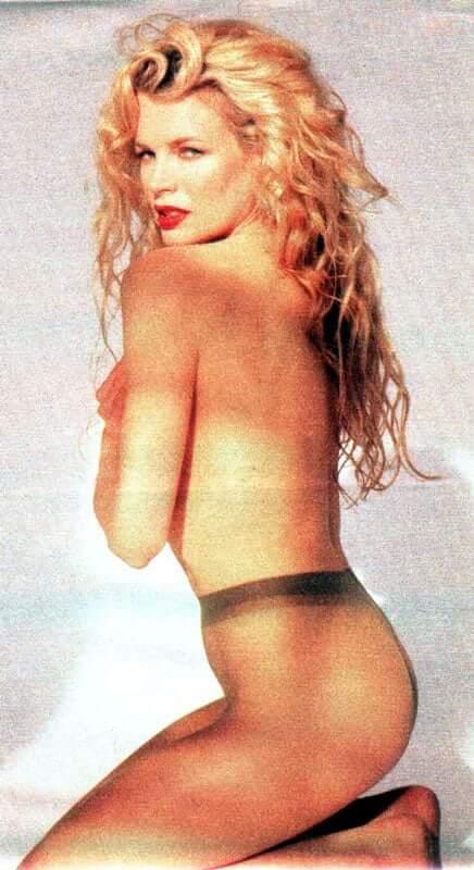 Kim Basinger nude pics