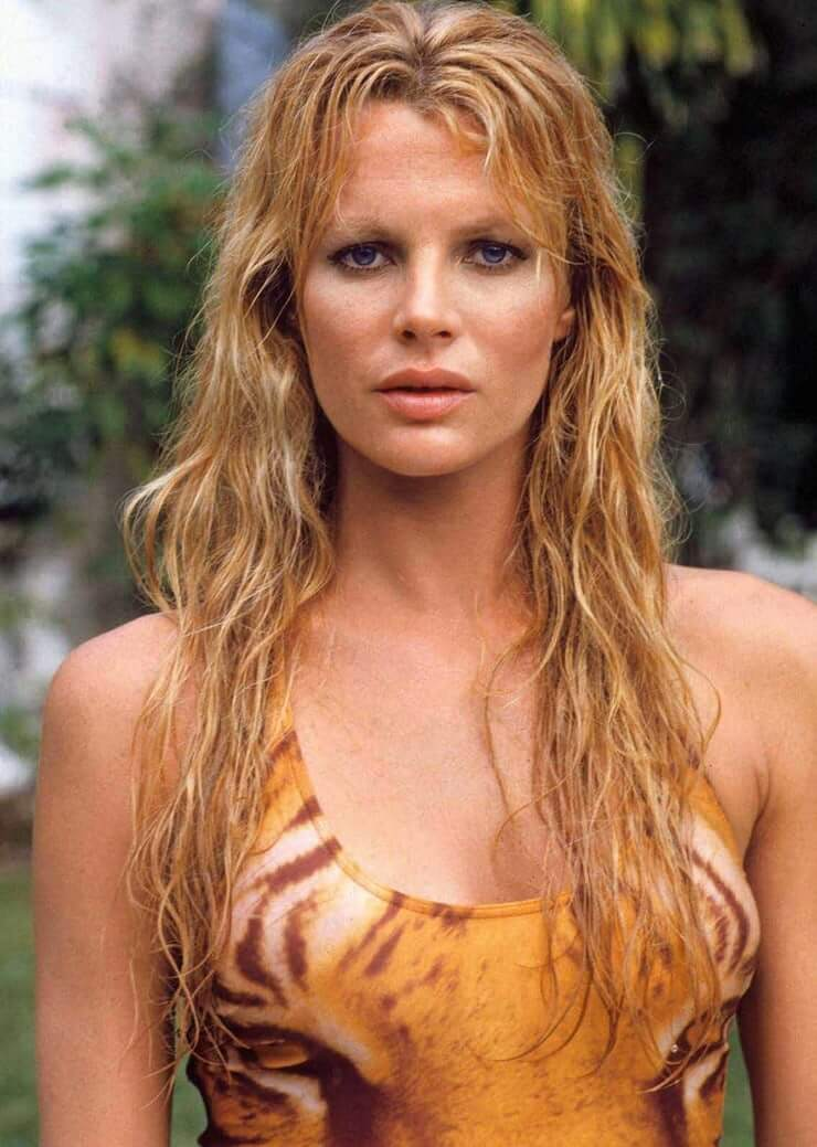 Kim Basinger sexy busty pictures