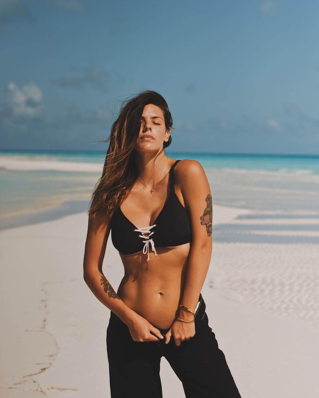 Laura Matamoros sexy bikini pic