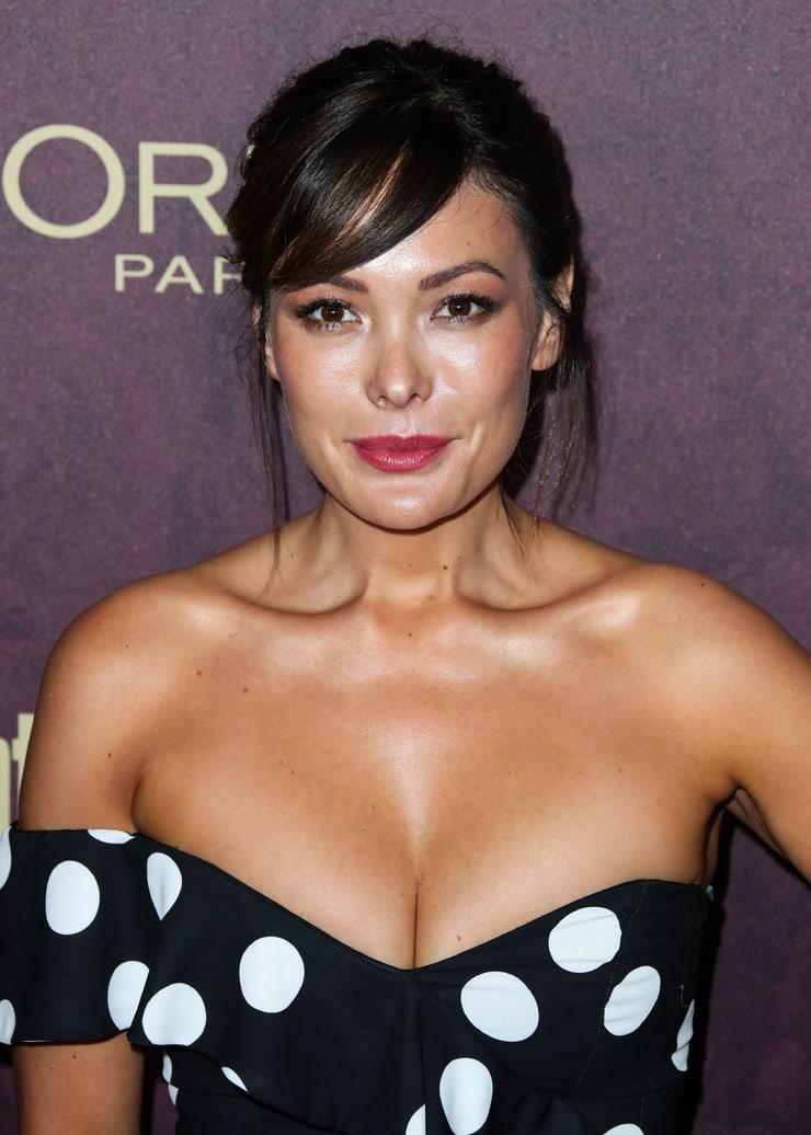 Lindsay Price cleavage