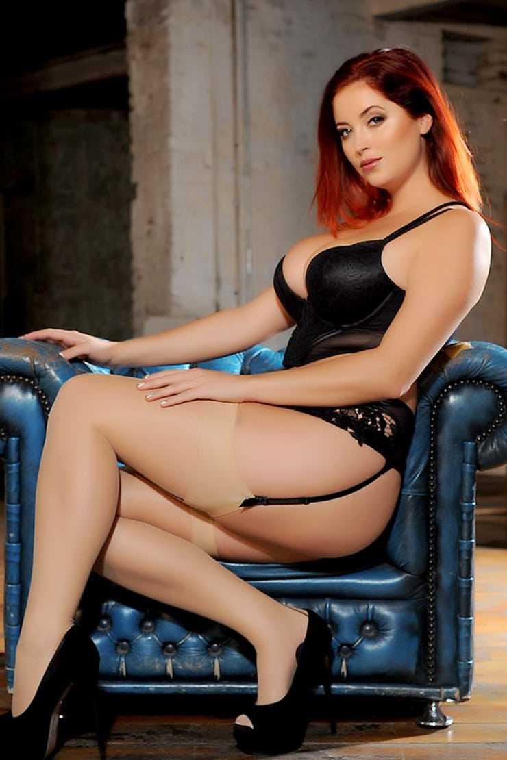 Lucy Collett sexy thigh