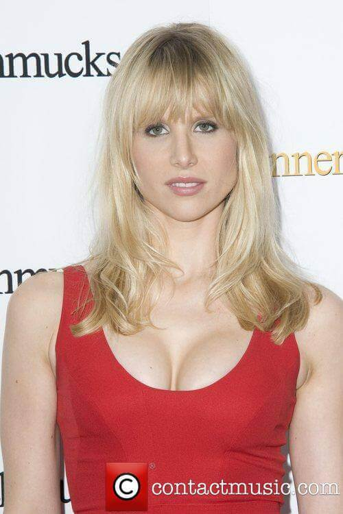 Lucy-Punch-sexy-cleavage-pic