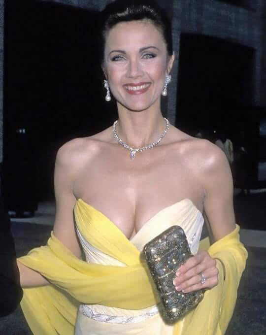Lynda Carter hot boobs pics