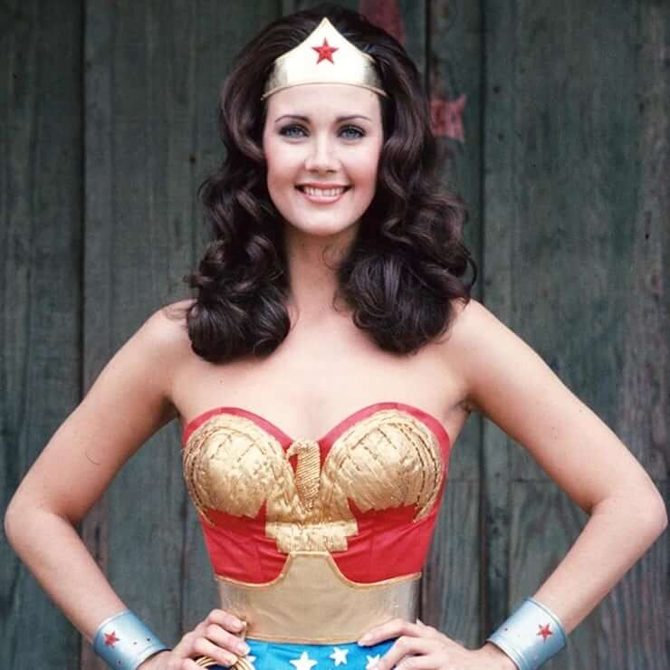 Lynda Carter sexy boobs pics (2)