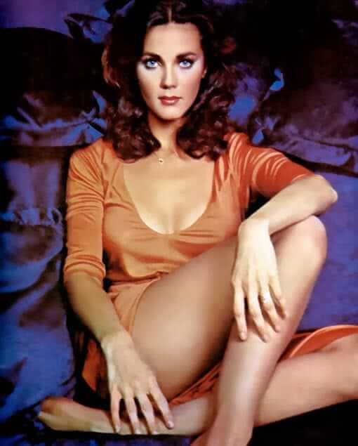 Lynda Carter sexy boobs pics (3)