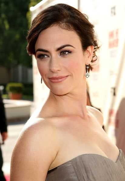 Maggie Siff sexy cleavage (1)