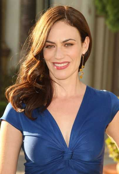 Maggie Siff sexy cleavage (2)