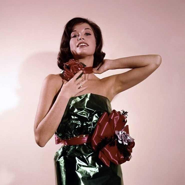 Mary Tyler Moore sexy