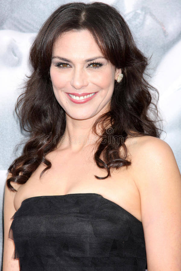 Michelle Forbes hot busty pics (2)