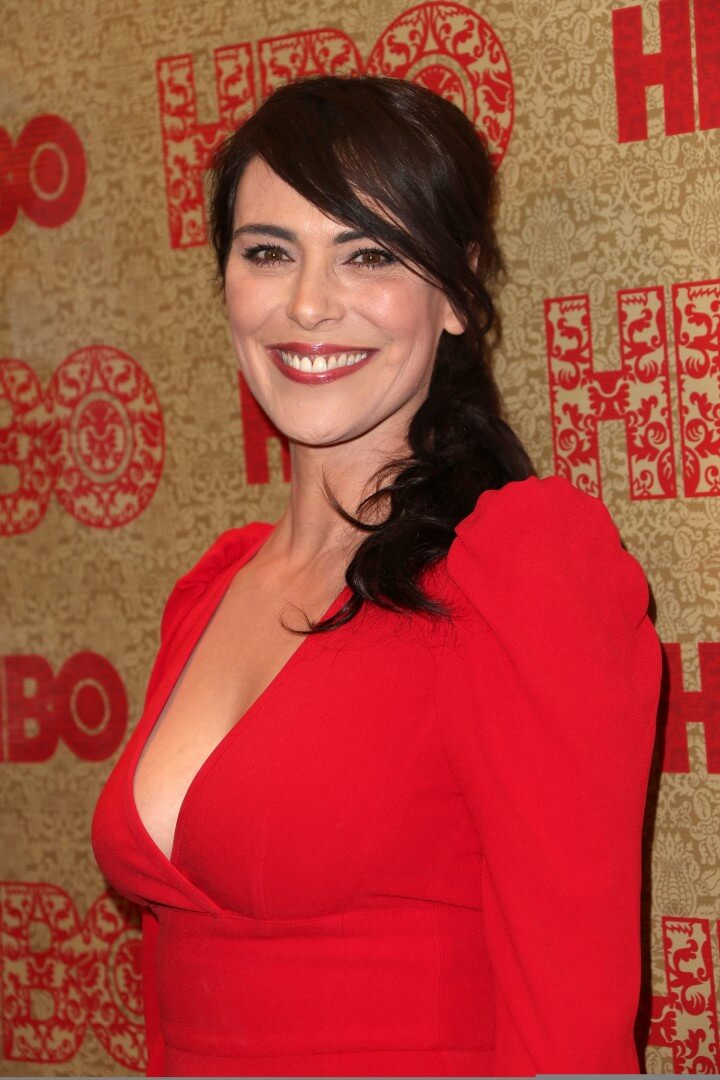 Michelle Forbes sexy boobs pics (2)