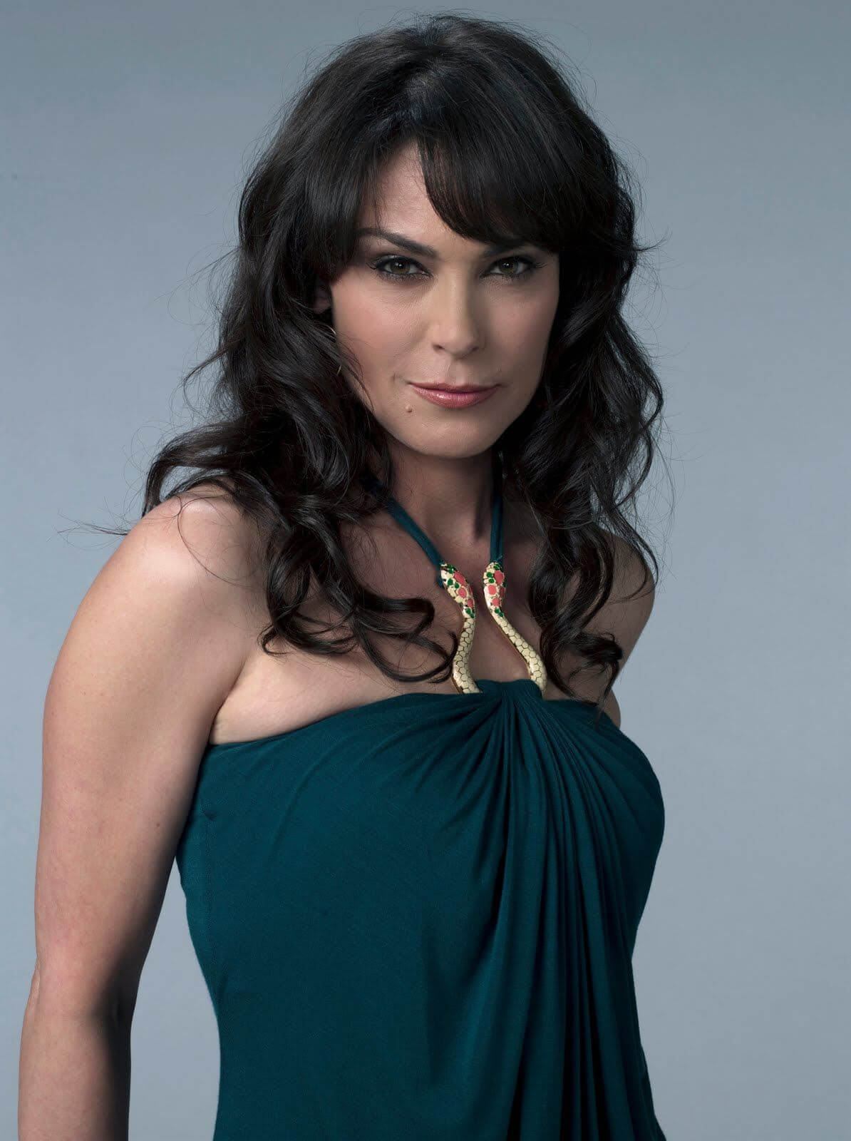 Michelle Forbes sexy busty pics