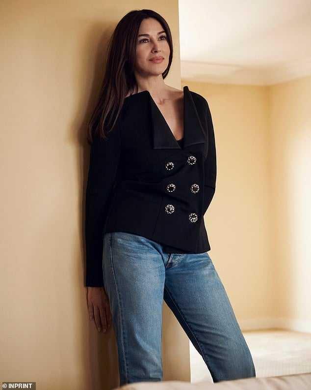 Monica Bellucci hot thighs