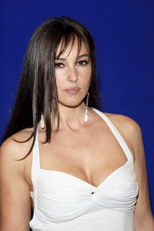 Monica Bellucci sexy cleavage pics
