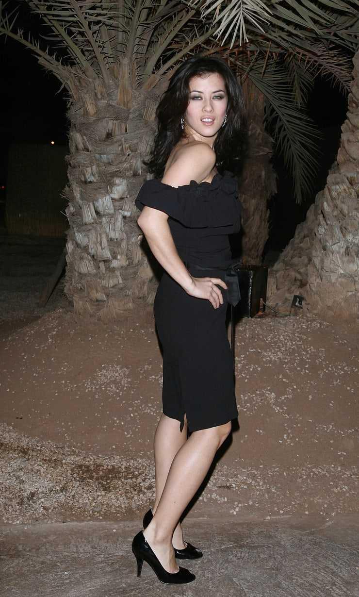 Mylène Jampanoï sexy butt