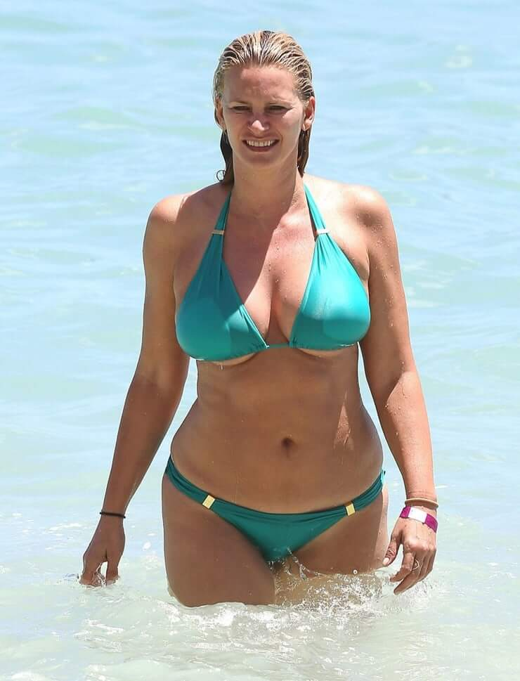 Natasha Henstridge sexy bikini pic