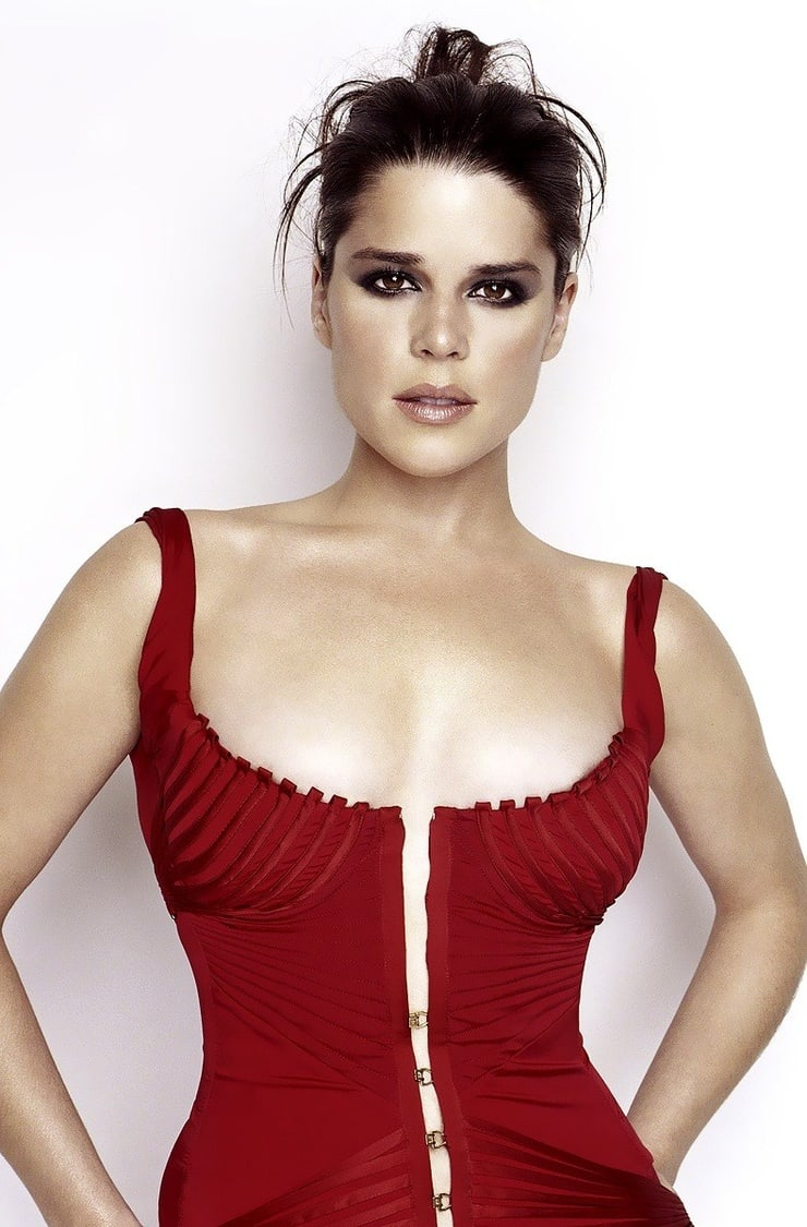 Neve Campbell hot busty pic