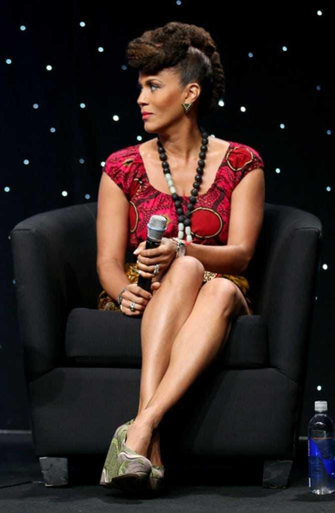 Nicole Ari Parker sexy leg