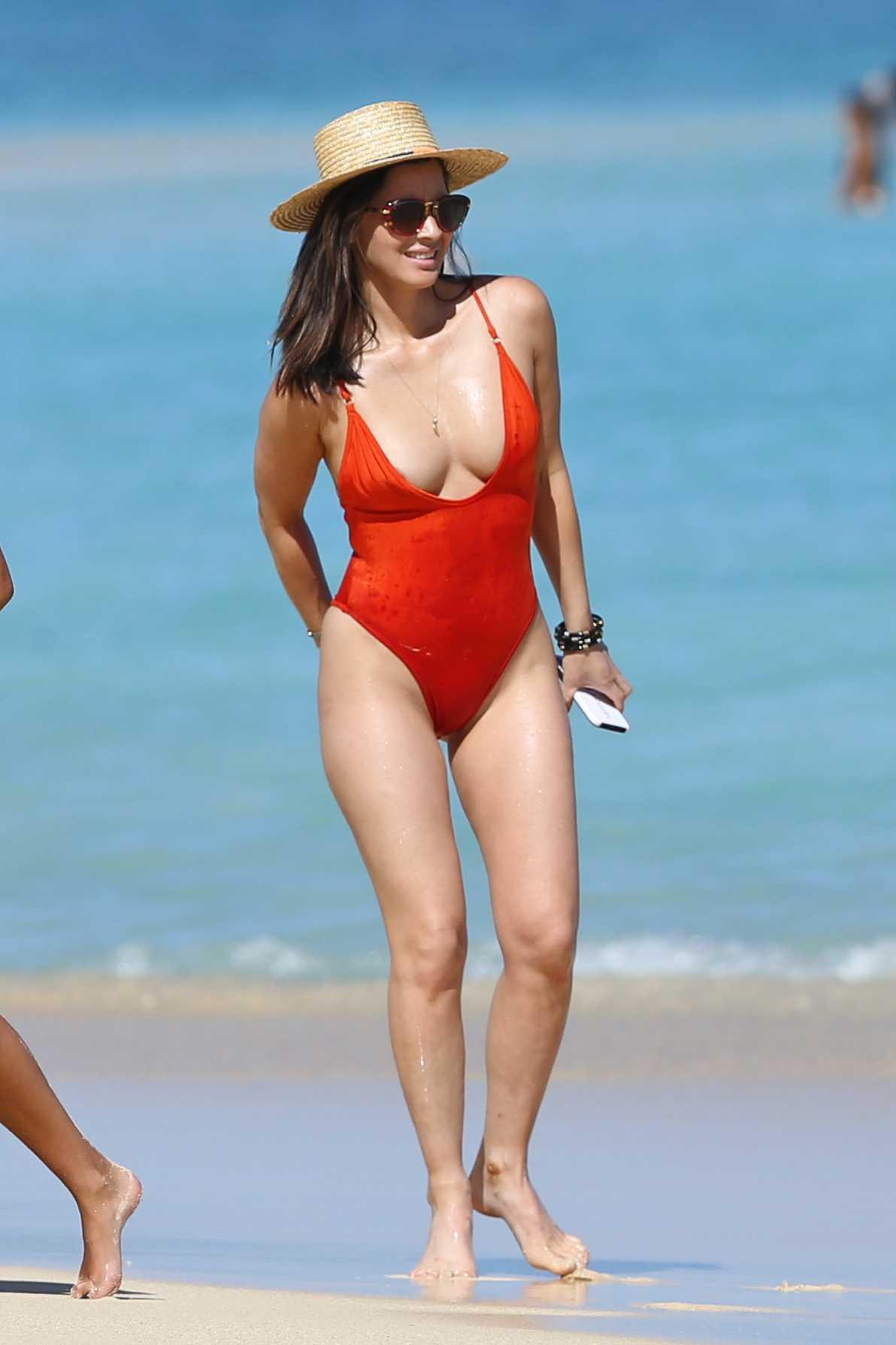 Olivia Munn big boobs