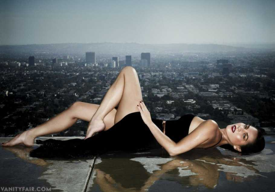 Olivia Munn thighs