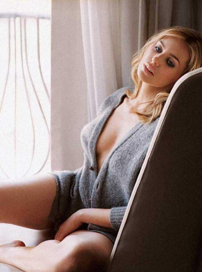 Olivia d'Abo legs