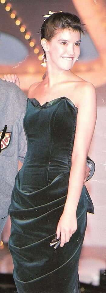 Phoebe Cates sexy bikini pics - Copy (3)