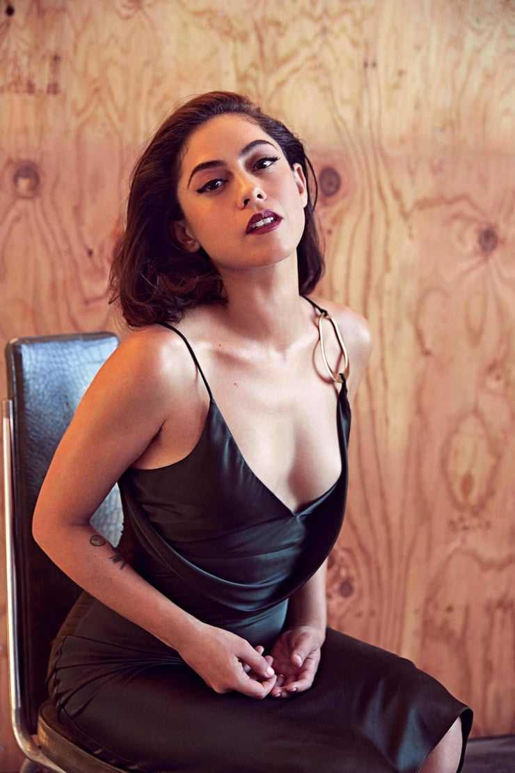 Rosa Salazar tits