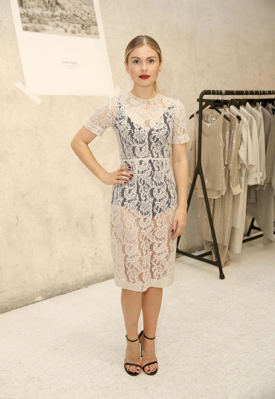 Rose McIver dress (2)