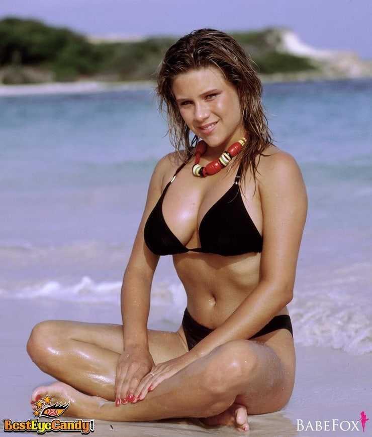 Samantha Fox hot bikini pics