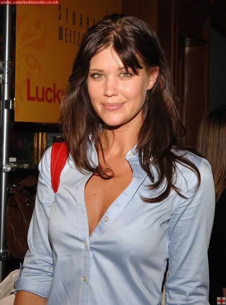 Sarah Lancaster hot