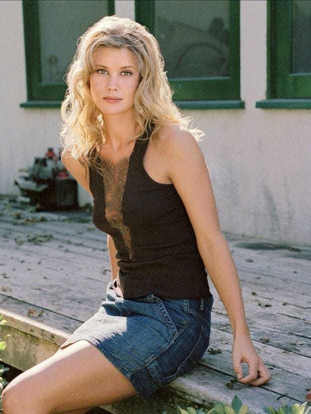 Sarah Lancaster sexy
