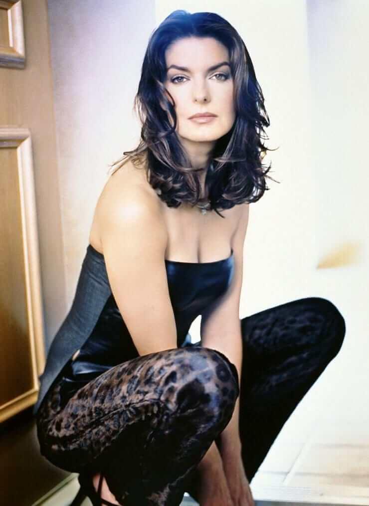 Sela Ward hot cleavage pics