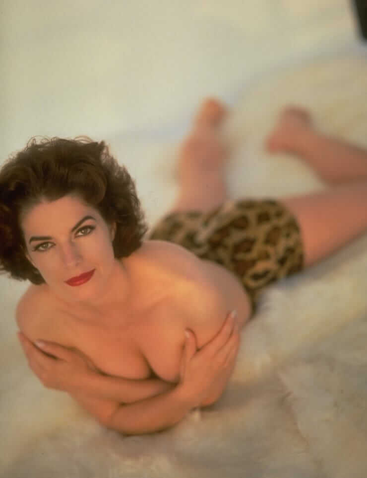 Sela Ward nude pics