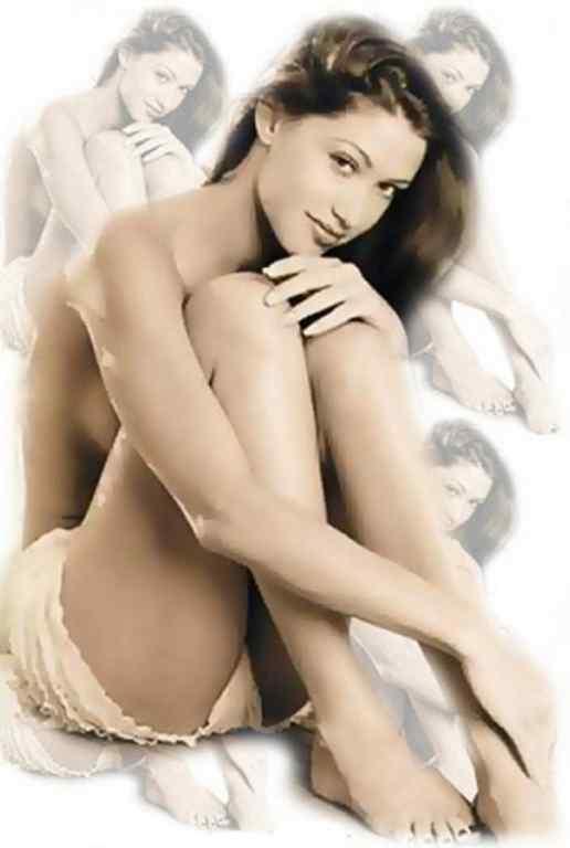 Shannon Elizabeth topless
