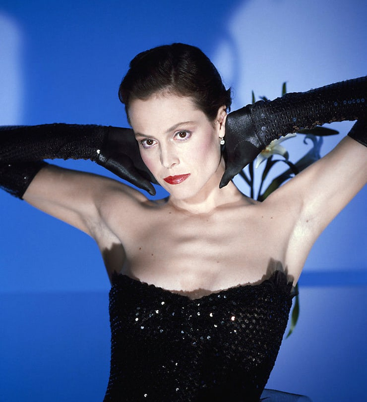 Sigourney Weaver sexy cleavage pis