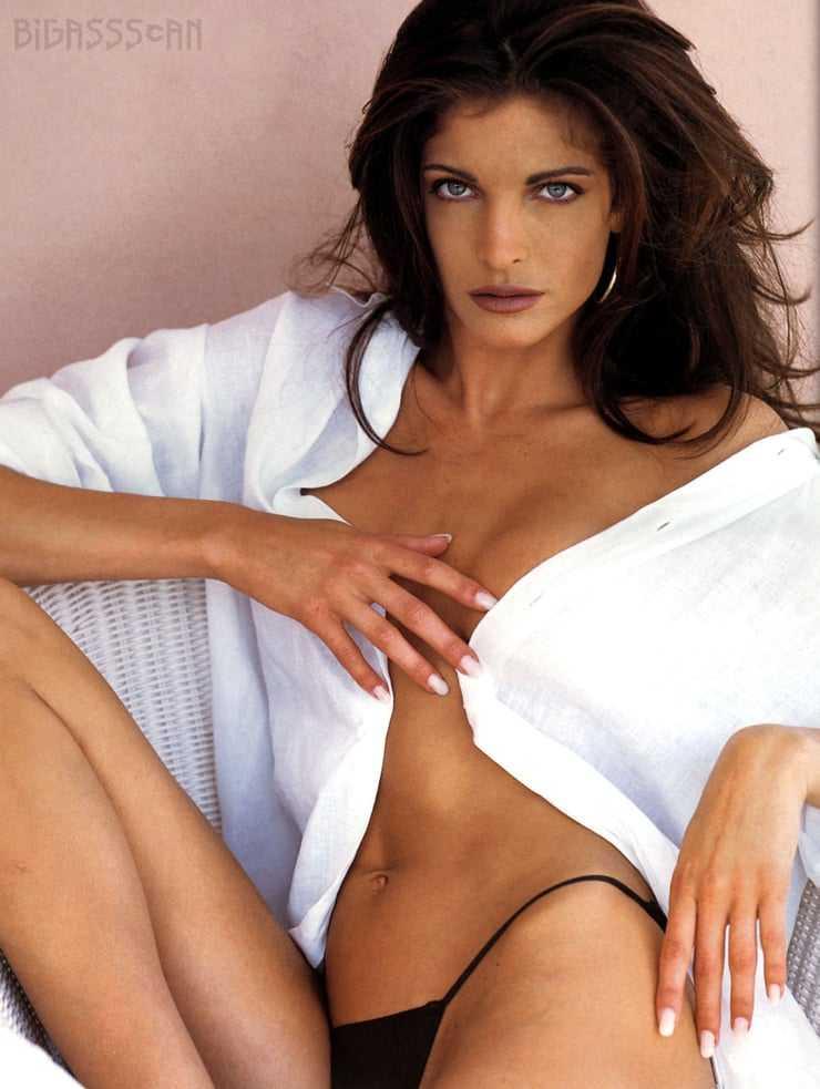 Stephanie Seymour hot cleavage pics