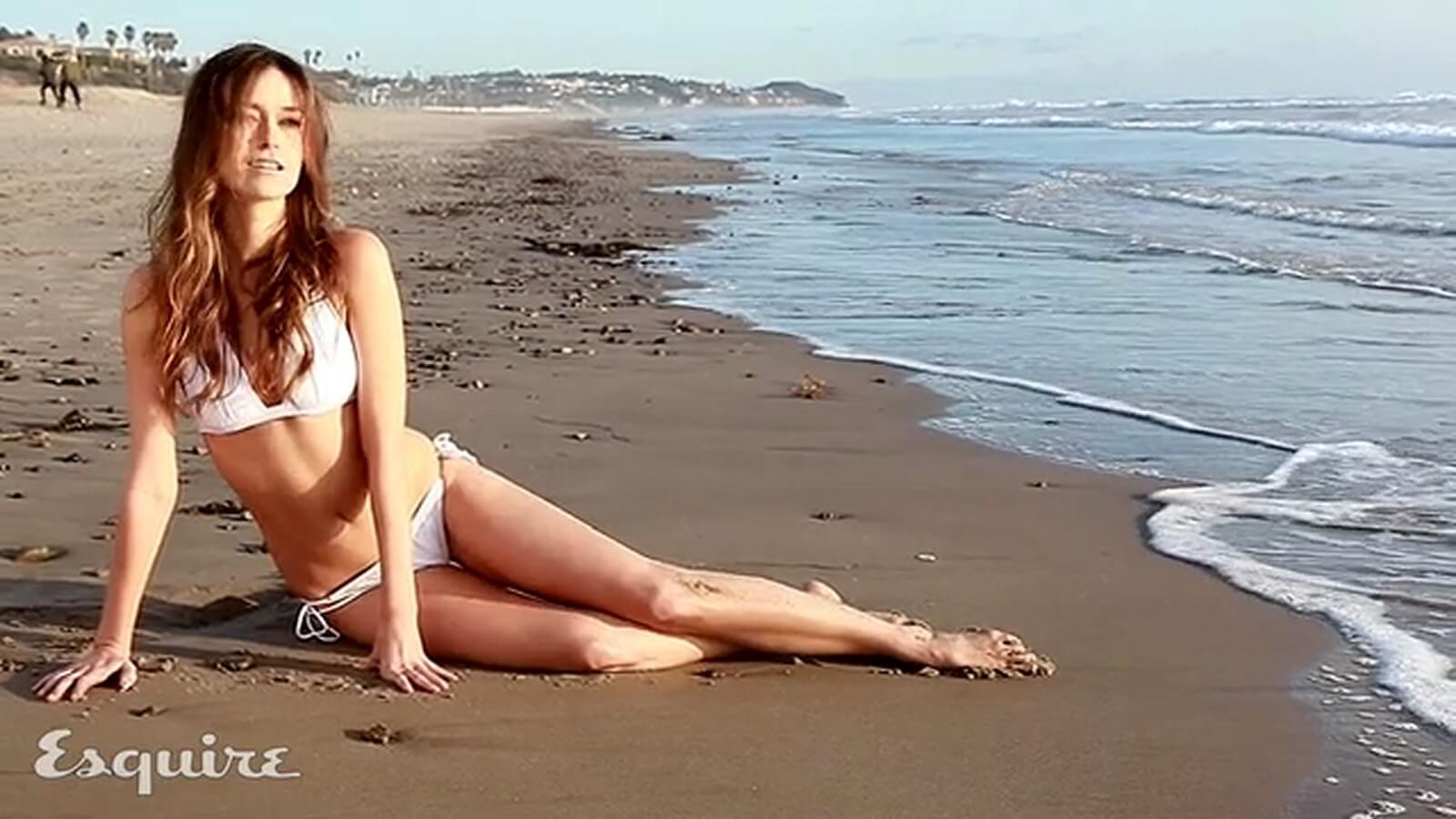 Summer Glau sexy bikini pics