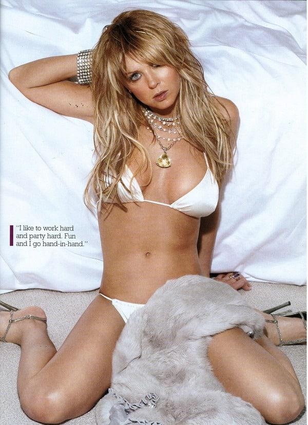 Tara Reid hot bikini pics