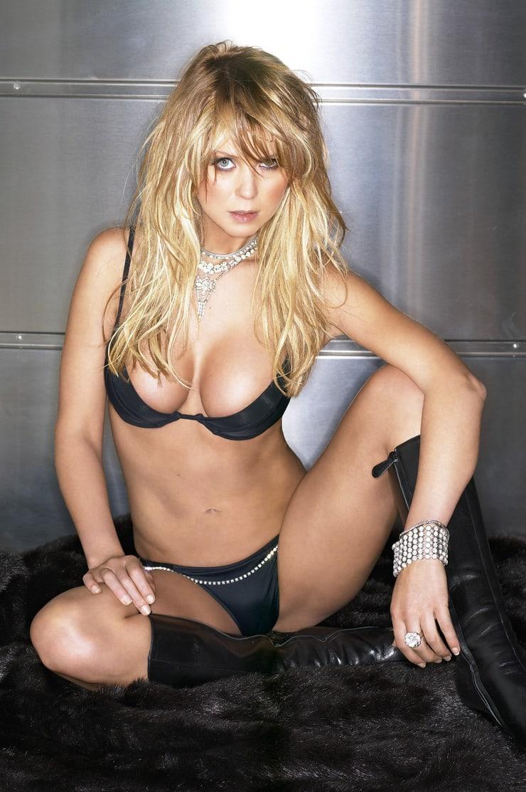 Tara Reid hot bikini pictures