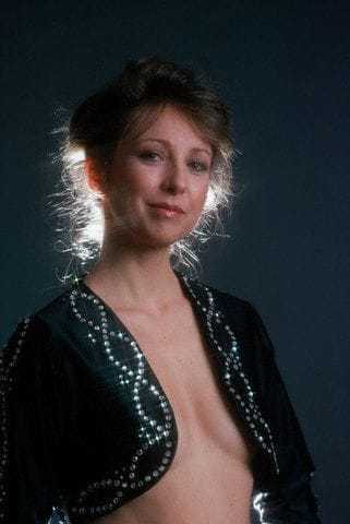 Teri Garr side boobs