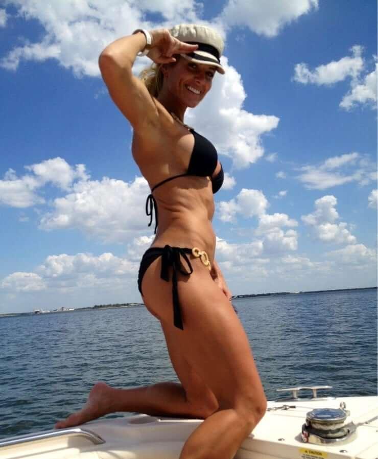 Torrie Wilson hot side pics (2)