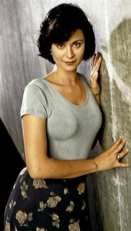 61 Sexy Zoe Mclellan Pictures Which Will Make You Swelter
