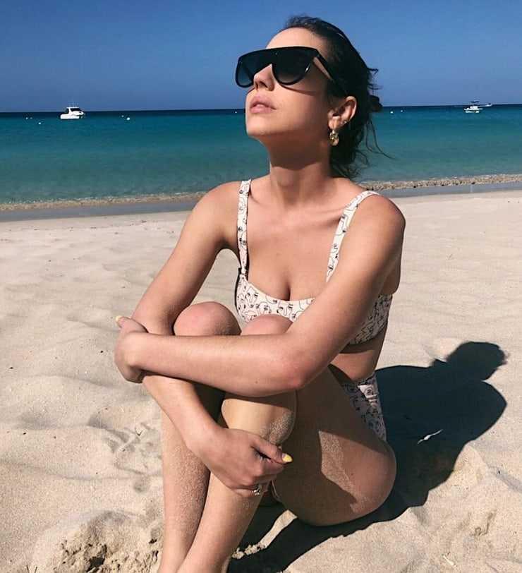 adelaide kane bikini